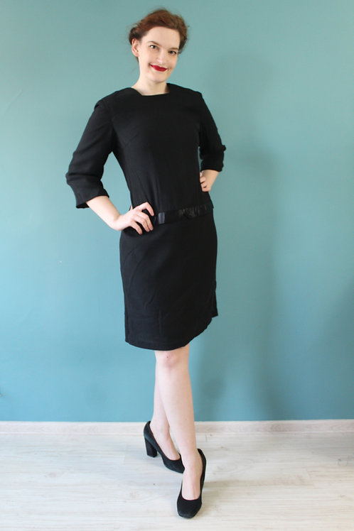 Lata sześćdziesiąte - czarna sukienka z satynową wstawką wełniana