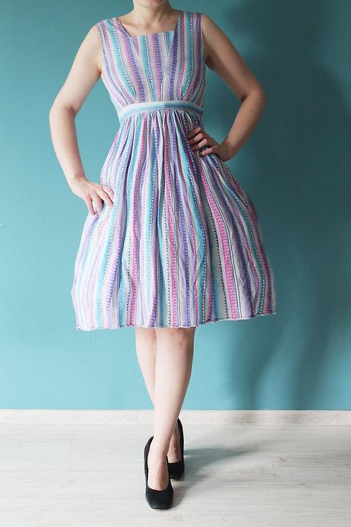 Lata osiemdziesiąte jak pięćdziesiąte- rozkloszowana bawełniana sukienka w paski