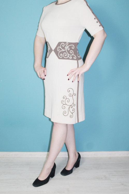 Lata sześćdziesiąte - wełniana sukienka sutasz Mad Men kremowa