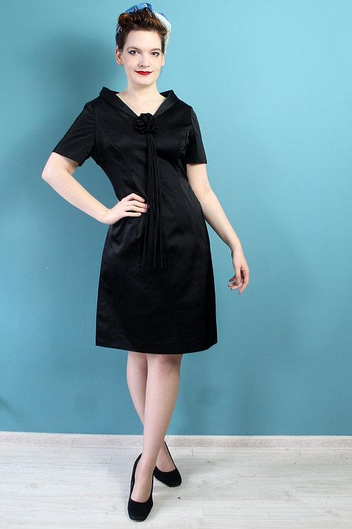 Lata pięćdziesiąte/sześćdziesiąte - acetatowa sukienka midi z kwiatkiem czarna