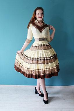 Lata pięćdziesiąte - meksykańska rozkloszowana patio dress ecru i brąz