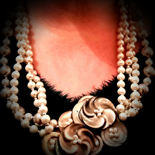chunky pearl button necklace.