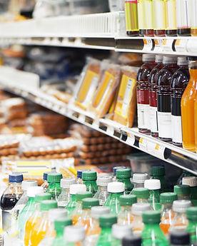 Kühlware wie vegane Würste und Getränke im Kühler wie bei Drogerie im Schwamedingerhuus Zürich