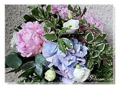 Aranjamente florale botez, lumanari botez baiat si fata, aranjamente masa botez, decoratiuni botez, flori botez, aranjamente cristelnita botez, aranjamente botez