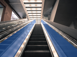 Escalator Runner