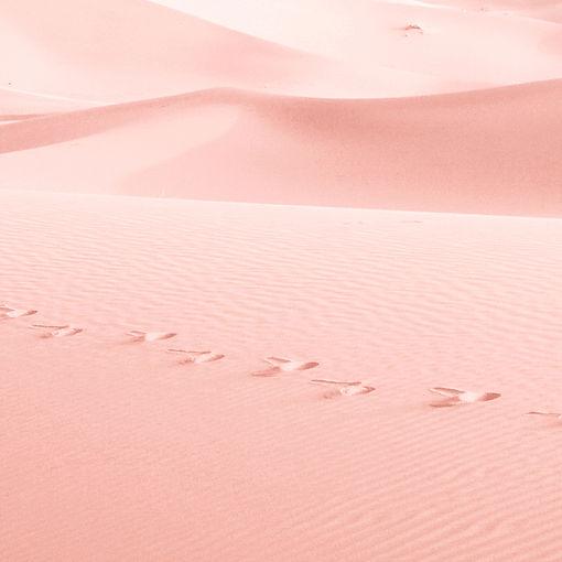 arena de color rosa