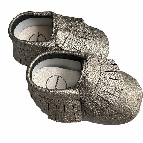 حذاء بدون كعب فضي