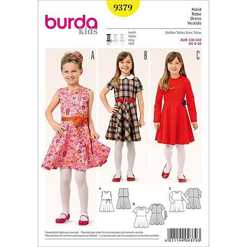 Burda 9379 ausgestelltes Kleid