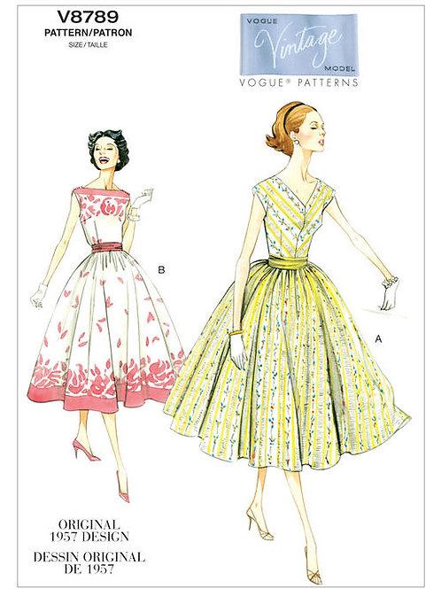 Vogue V8789 ausgestelltes Sommerkleid mit Kummerbund von 1957
