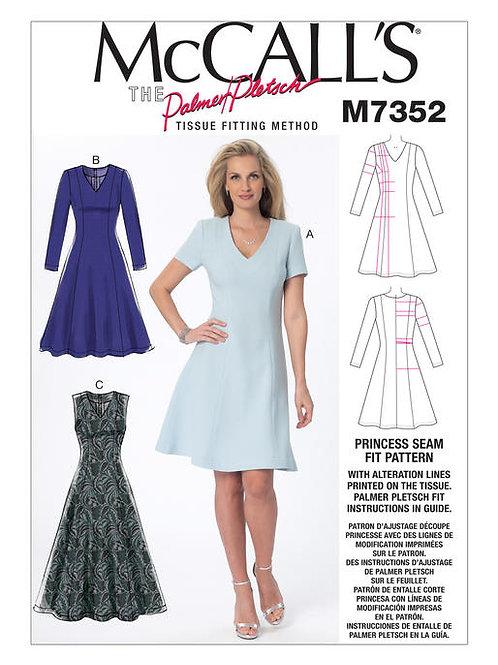 McCall's 7352 ausgestelltes Kleid mit Varianten