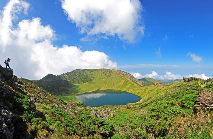 【 Photo: Seasonal views of Hallasan Mountain 】