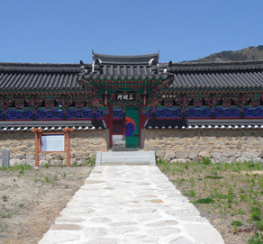 Twelve Tablet Pavilion of Hyeonpung Gwak Clan (현풍곽씨십이정려각)