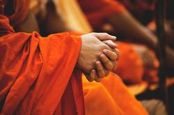 budistas que ruegan