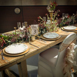 Wedding tablescape #rusticbwr #rusticbri