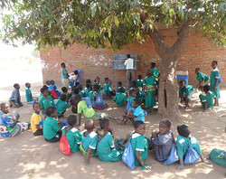 Mlambe School - Lessons Outdoors