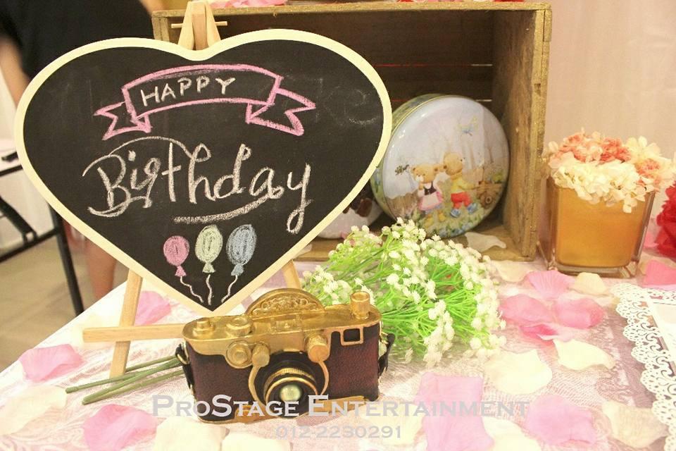 Love Shape mini Blackboard with Happy Birthday!
