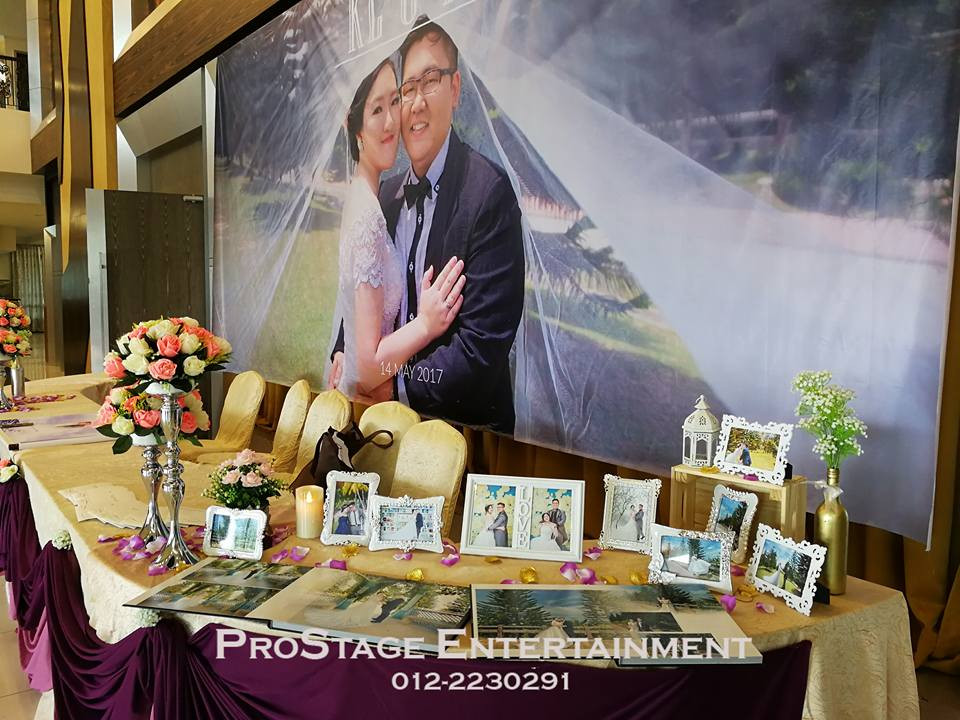 Photo album table