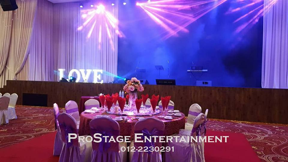Groom and bride table with stage view