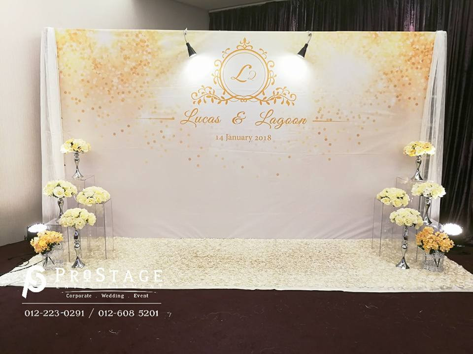 Luxury Theme with Gold and White Colour with flower stands