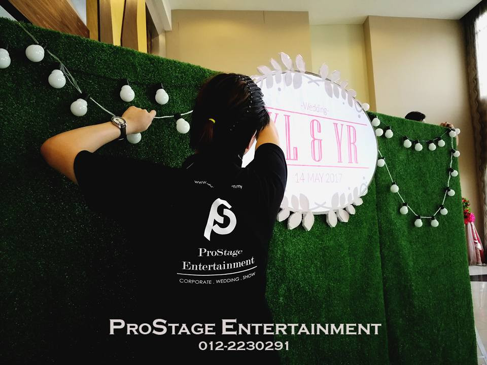 Setting up of the Garden theme photobooth!