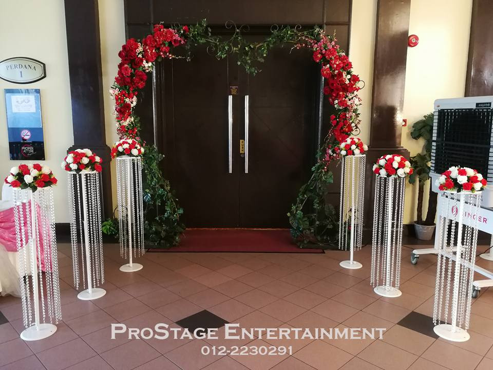 Entry door with flower trellis and flower bouquet stand