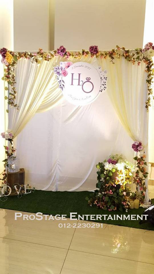Photobooth with garden setting