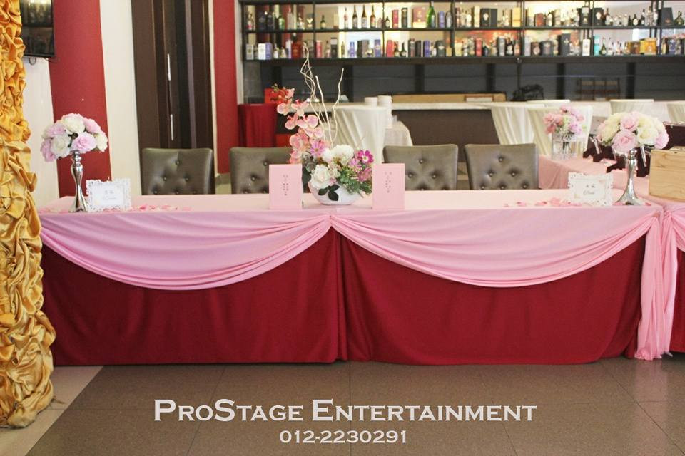 Reception Table with pink as main colour
