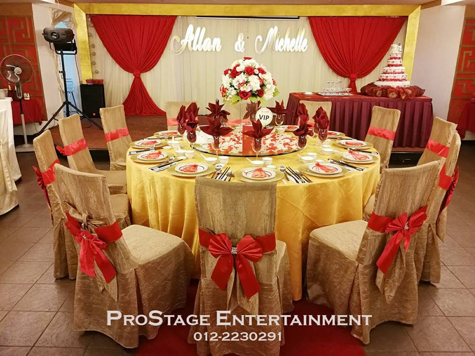 Groom and bride table with bouquet centerpiece and petal decoration