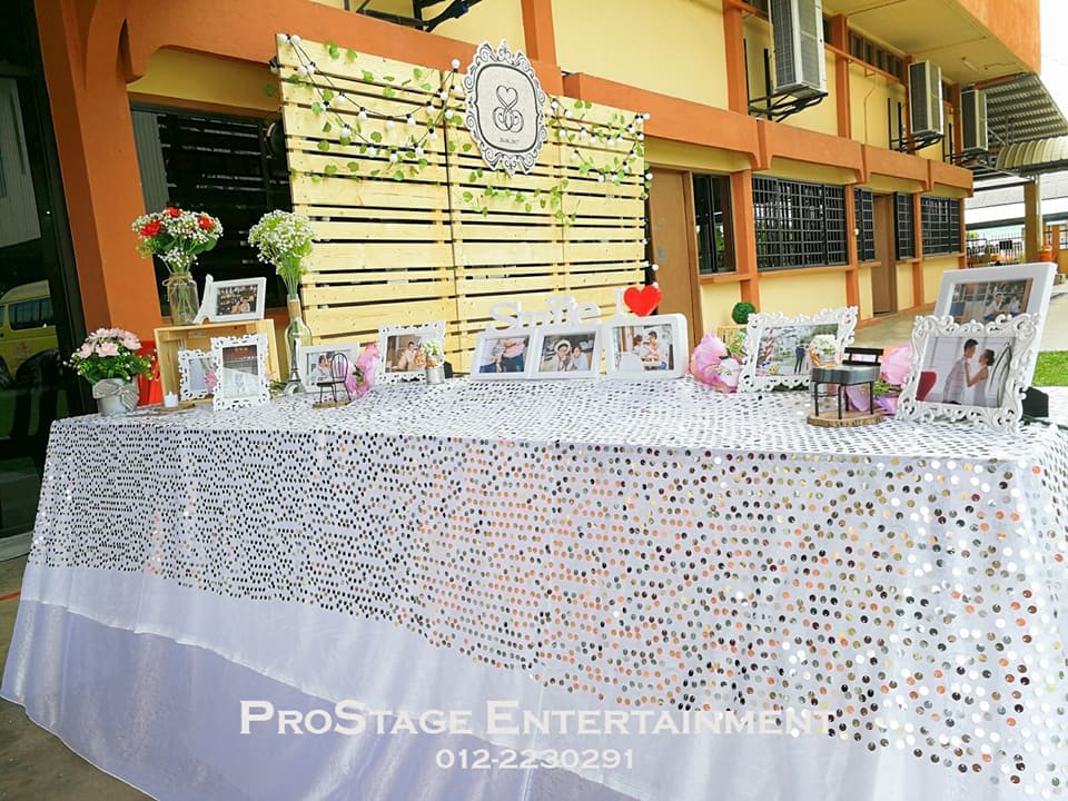 Photo Album Table with glittering tablecloth