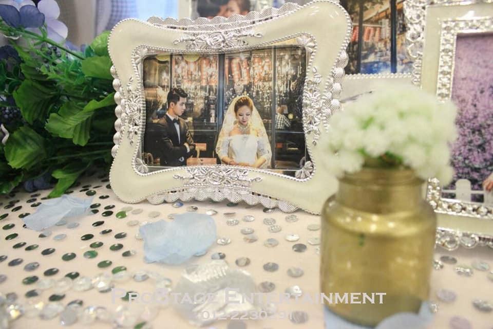 Wedding photo table cont.