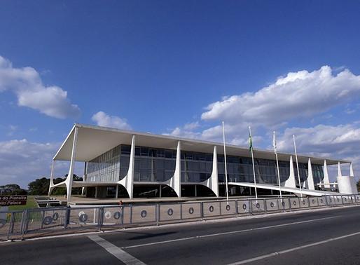 Bolsonaro sanciona lei que cria regime jurídico emergencial na pandemia