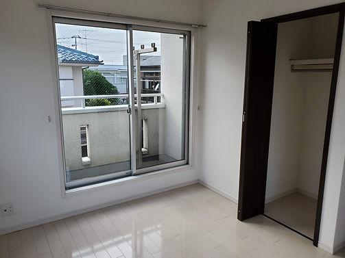 綺麗で大きな個室 横浜シェアハウス
