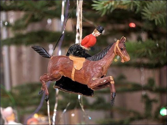 Lady horse rider vintage ornament. Internet.