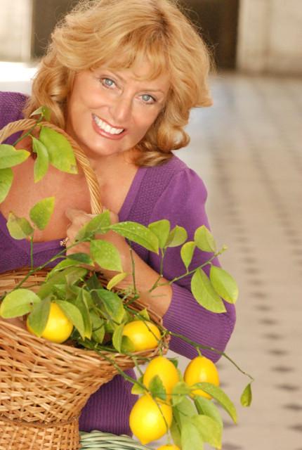 Lemon essential oils invigorate and lift your spirits