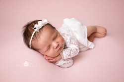 Simple newborn shoot Telford