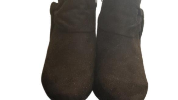9 1/2 M Andrew Geller Black Booties