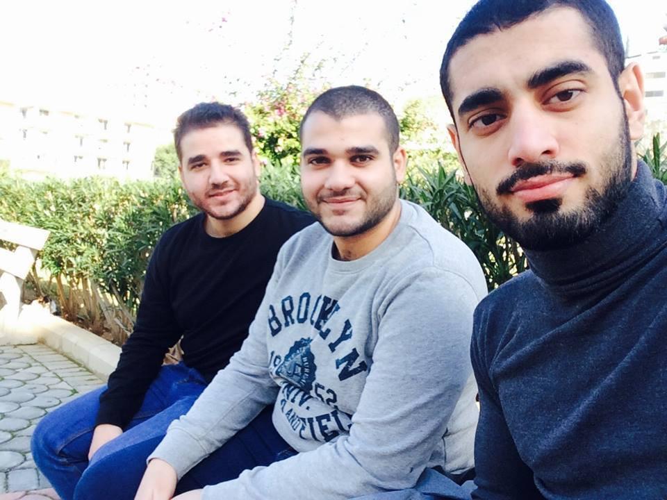 אני (מימין) ושני חברים מהנדסים