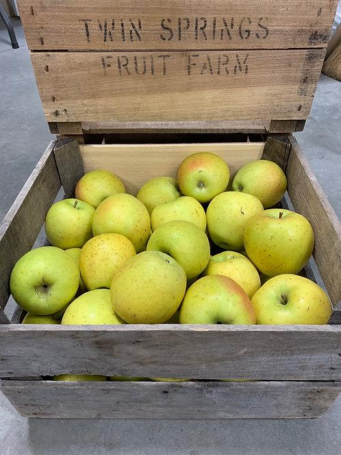 Apples: Goldrush (1/2 bushel)