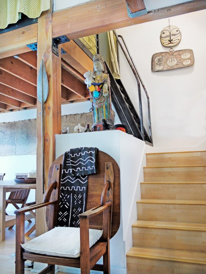 Loft La stairs .jp