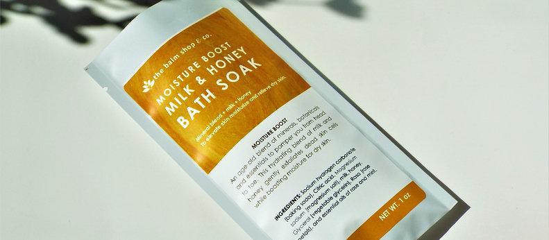 MOISTURE BOOST MILK & HONEY BATH SOAK