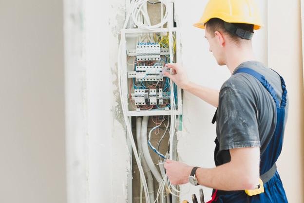 Eletricista que sofreu queimaduras no corpo vai ser indenizado por danos a projeto de vida