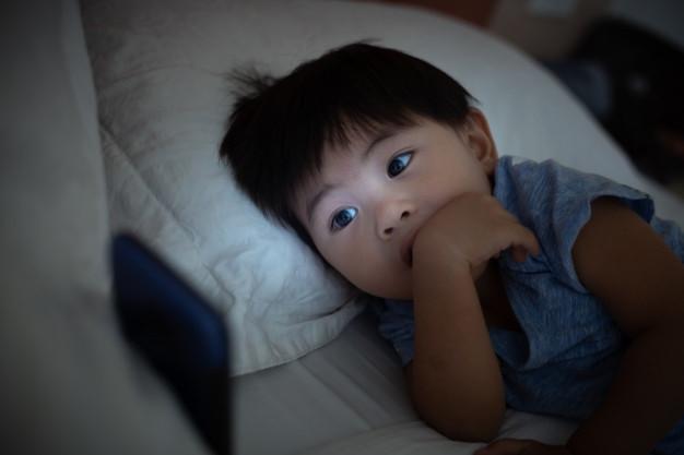 Pai e filho, que vivem em países diferentes, devem manter contato virtual segundo TJSP