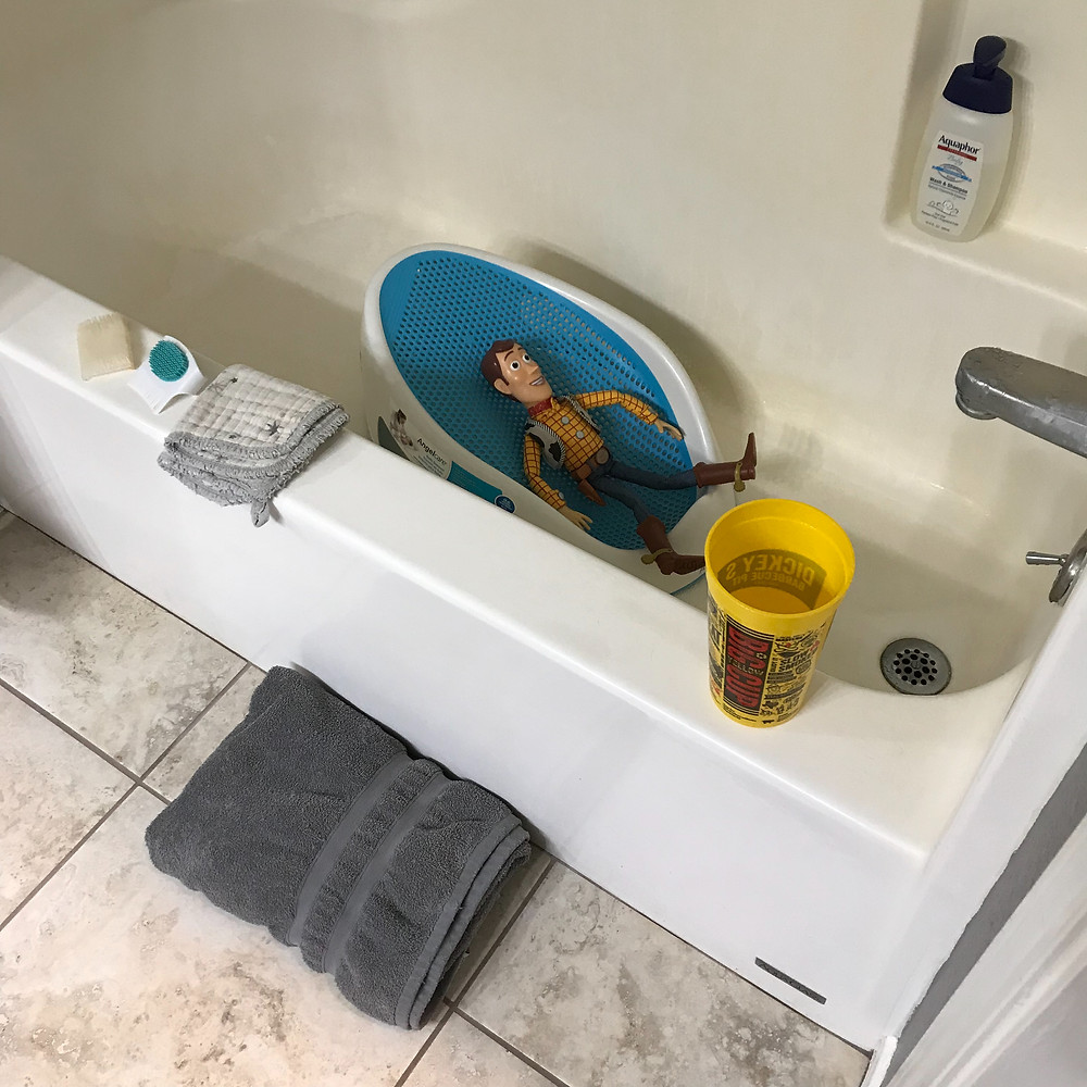 bath support, bath time, bath, baby, keekaroo, desitin, pampers, lubriderm, aquaphor
