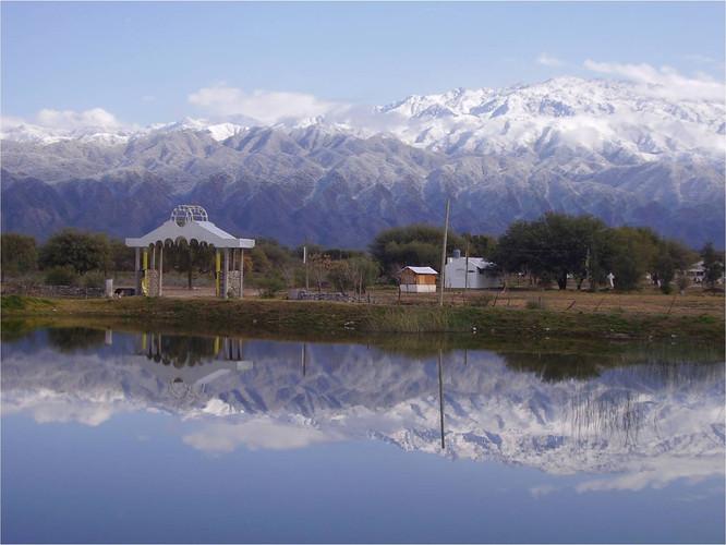 lago con ashram.jpg