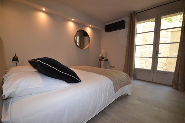 Chambre 4 (lit en 160) Baie vitrée avec accès jardin - Rez de chaussée
