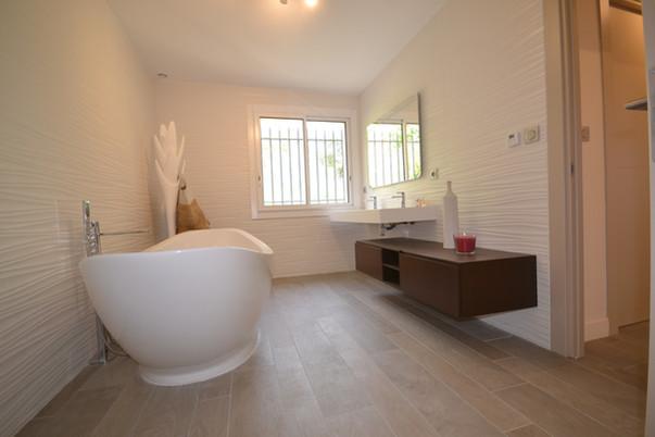 Salle de bain suite parentale avec baignoire & douche à l'italienne - 1er étage