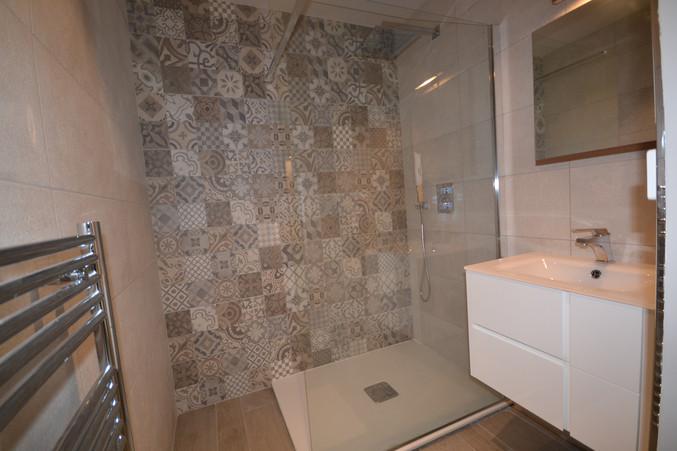 Salle de bain chambre 4 avec douche à l'italienne
