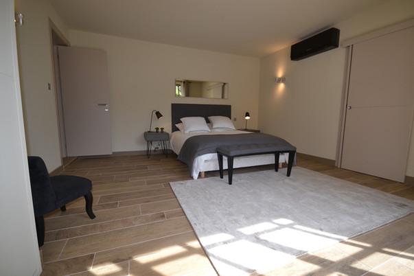 Chambre 1 (lit en 160) avec sa salle de bain - Rez de chaussée
