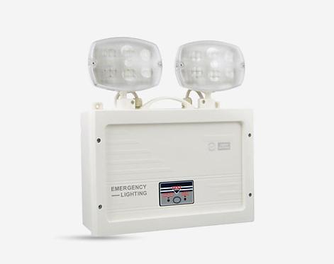 Luminária LED de emergência, autonomia de 90 minutos e 790 lumens.