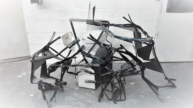 Sculpture métal. Chorégraphie Ohad Naharin.